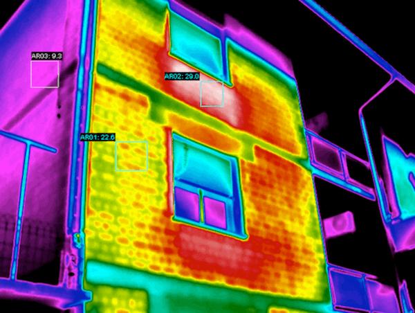termografia per isolamento edifici - dispersioni da calofriferi